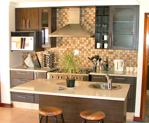 Small kitchen cupboards small flats and apartments for Small kitchen units pictures